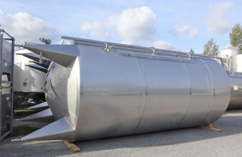 Behälter 25.500 Liter aus V2A isoliert