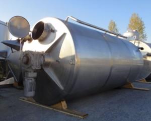 Behälter 8.000 Liter aus V2A isoliert