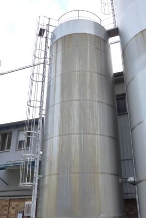 Behälter 100.000 Liter aus V2A isoliert