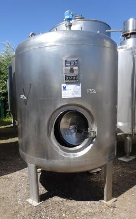 Behälter 2.295 Liter aus V4A isoliert